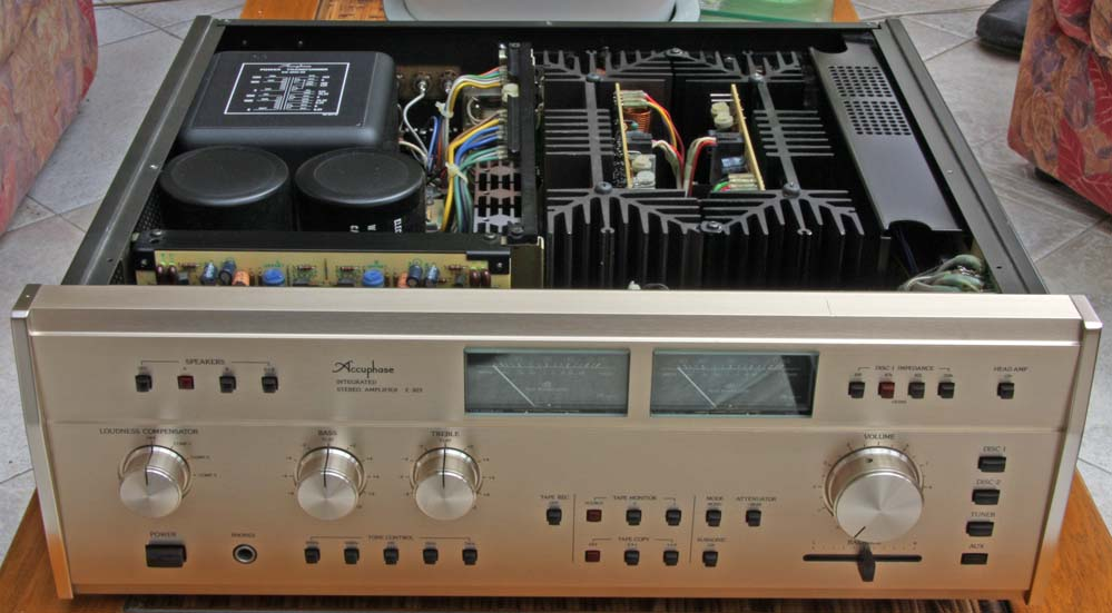 SANSUI AU-717 versus ACCUPHASE E-206 File