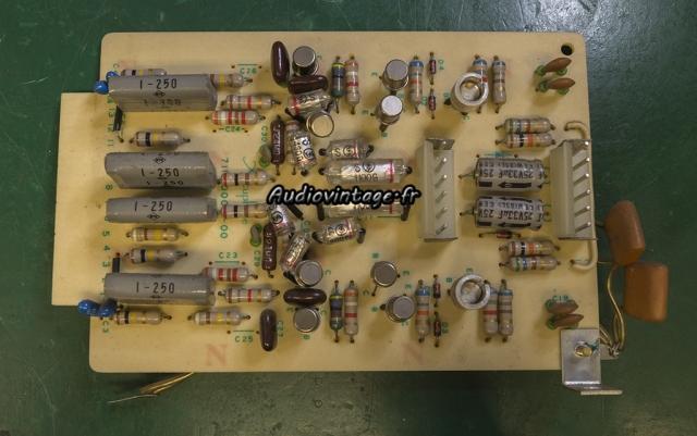 Accuphase E-202 : circuit phono à réviser.