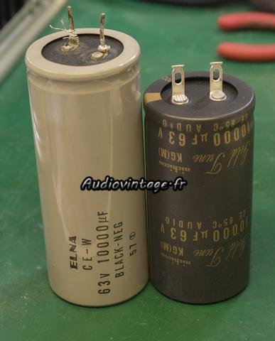 Accuphase E-202 : condensateurs chimiques en cours de remplacement.