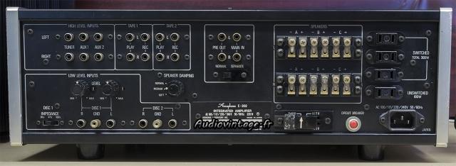 Accuphase E-202 : connectique.
