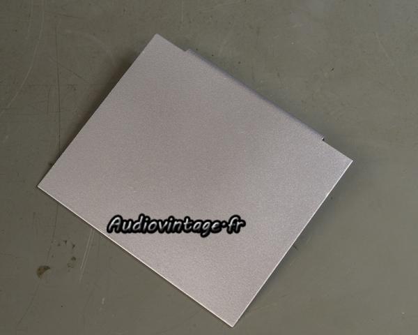 Accuphase P-300 : traitement antirouille puis peinture.