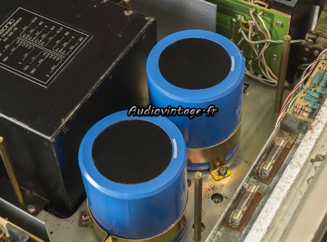 Accuphase P-300 : les nouvelles capas de filtrage en place.