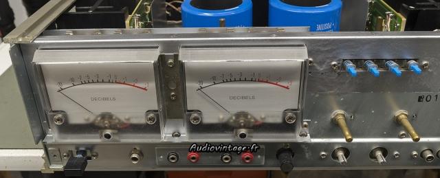 Accuphase P-300 : oxydation éliminée, vumètres remontés.