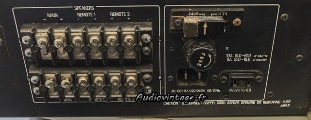 Accuphase P-300 : oxydation à l'arrière également.
