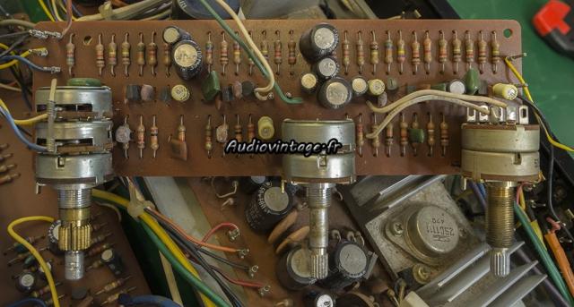 """Akai AA-5510 : """"volume PC board"""" à réviser."""
