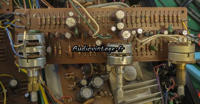 "Akai AA-5510 : ""volume PC board"" révisé."
