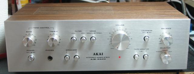 Akai AM-2200