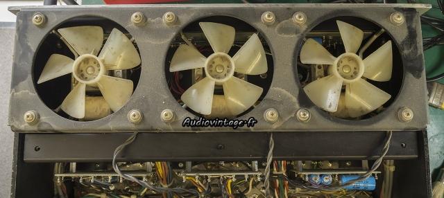 Audio Research D-79A : ventilateurs sales.