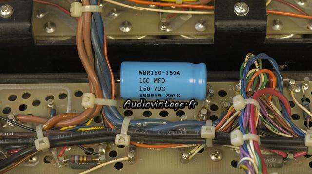 Audio Research D-79A : condensateur chimique neuf en place.