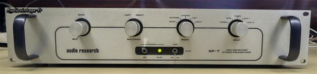 Audio Research SP-7 : les commandes nécessaire, pas plus.