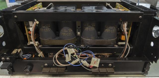 Denon POA-1003 : condensateurs de filtrage d'alimentation neufs en place.