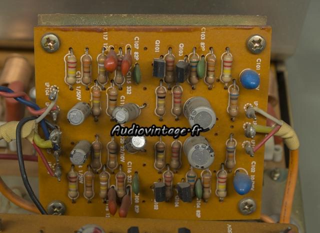 Harman Kardon A401 : circuit phono à réviser.
