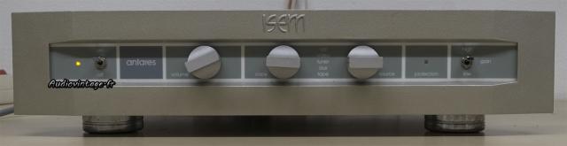 Isem Antares : le strict minimum dans un boitier faisant office de dissipateur thermique.