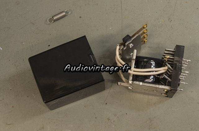 Kenwood KA-8100 : nettoyage de relais.