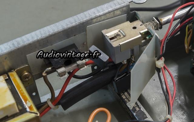 Luxman C-120A : condensateurs X2 neufs en place.