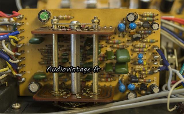 Luxman L-308 : circuit d'égalisation linéaire à revoir.