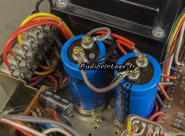 Luxman L-80 : nouveaux condensateurs en place.