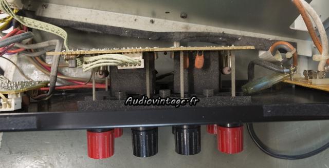 Luxman M-03 : relais bien cachés.