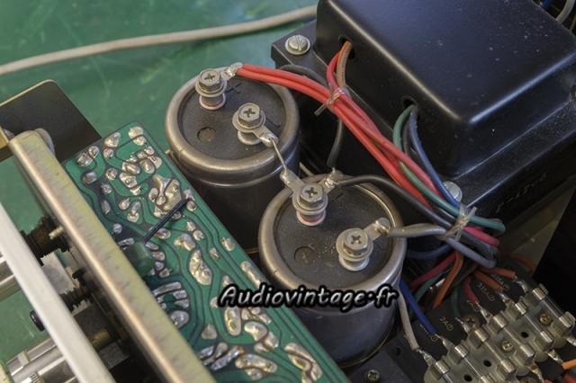 Luxman SQ507X : condensateurs de filtrage originaux.