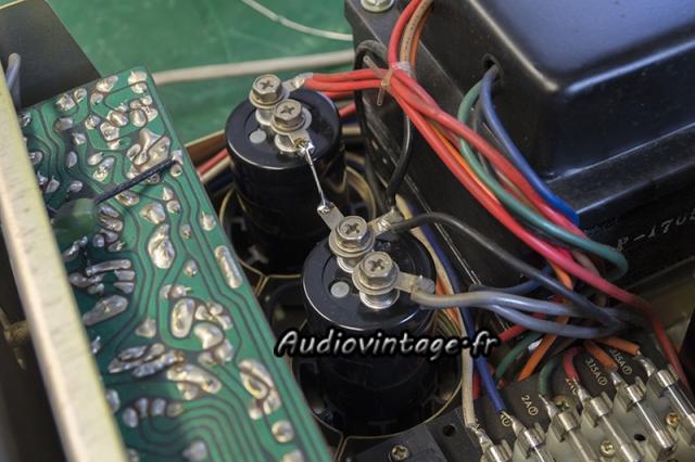 Luxman SQ507X : nouveaux condensateurs de filtrage en place.