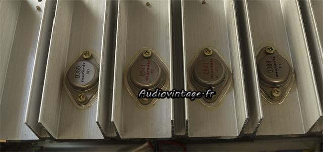 Marantz 2238B : transistors montés sur des micas neufs et de la graisse fraîche.