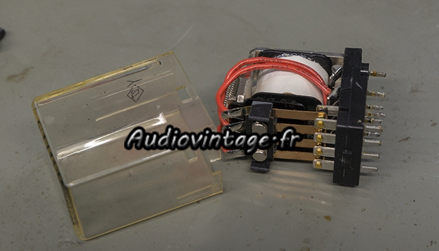Marantz 4400 : relais à nettoyer.