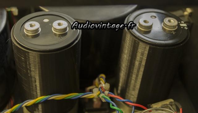 Mark Levinson ML-3 : montage des nouveaux condensateurs de filtrage.
