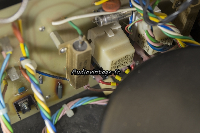 Mark Levinson ML-3 : résistance et condensateur à remplacer.