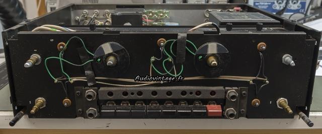 McIntosh C29 : démontage pour remplacement ampoules et potentiomètre.