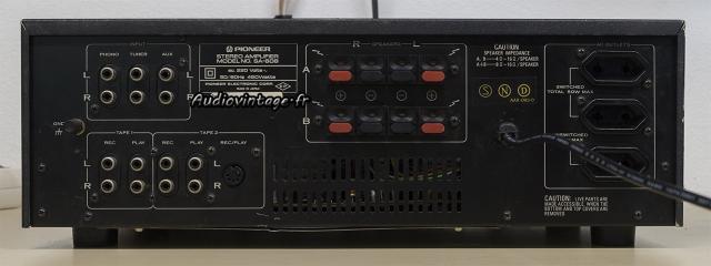 Pioneer SA-608 : connectique.