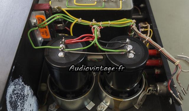Quad 405-2 : condensateurs de filtrage neufs et montés correctement.
