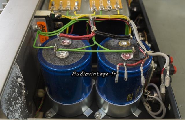 Quad 405 : condensateurs gonflés, à remplacer.