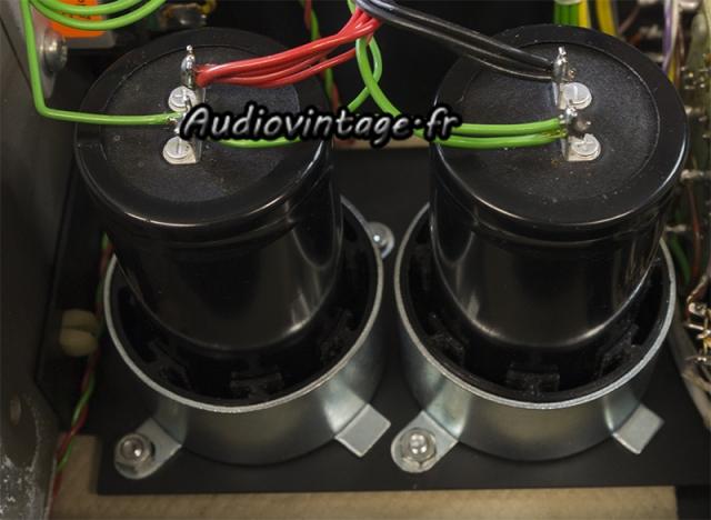 Quad 405 : condensateurs de filtrage neufs en place.