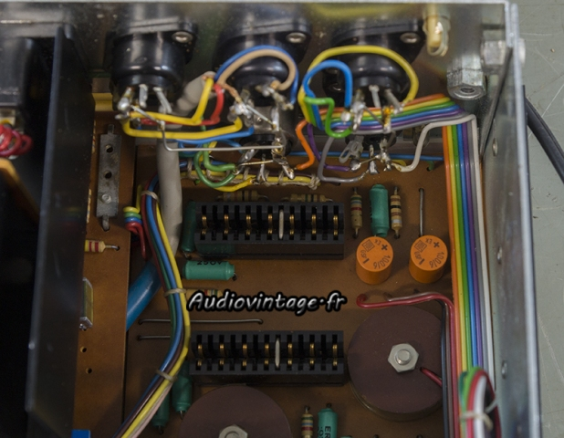 Quad 33 : condensateurs à remplacer.