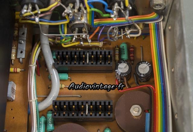 Quad 33 : un condensateur monté à l'envers.