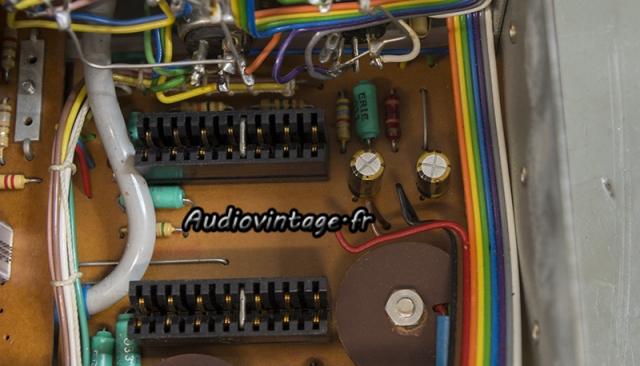 Quad 33 : condensateurs neufs et dans le bon sens.