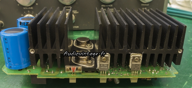 Revox B750 MKII : transistors de puissances neufs en place.