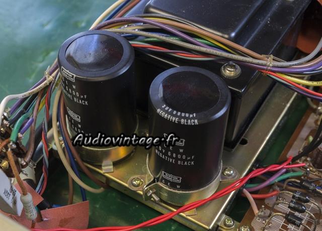 Rotel RA-612 : condensateurs de filtrage d'alimentation originaux.