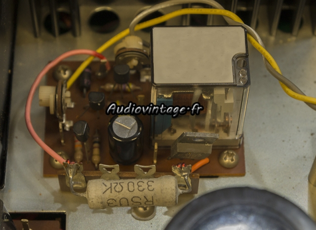 Rotel RA-810 : circuit de protection revu.