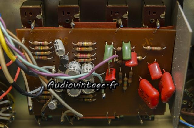 Rotel RA-810 : circuit de tonalité à réviser.