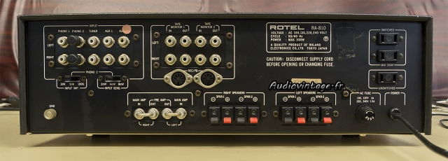 Rotel RA-810 : connectique.