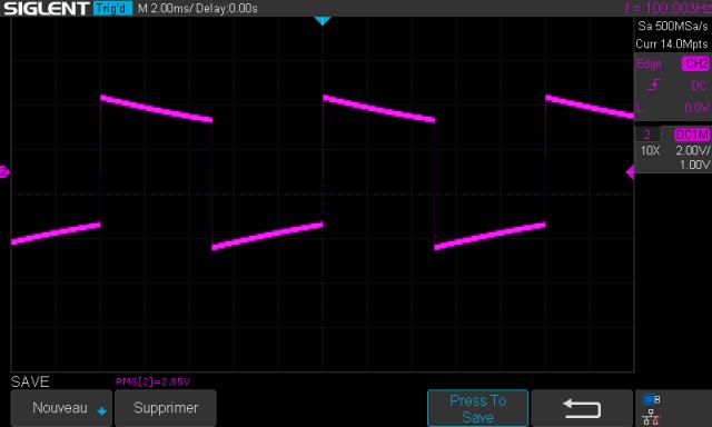 Rotel RA-810 : signal-carré-à-100hz