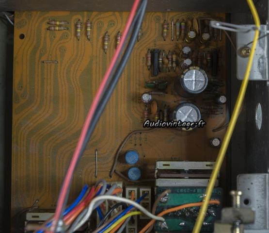 Sansui 8080 : circuit phono révisé.