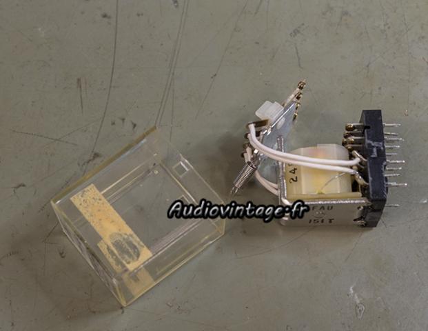 Sansui 8080 : nettoyage des contacts du relais.