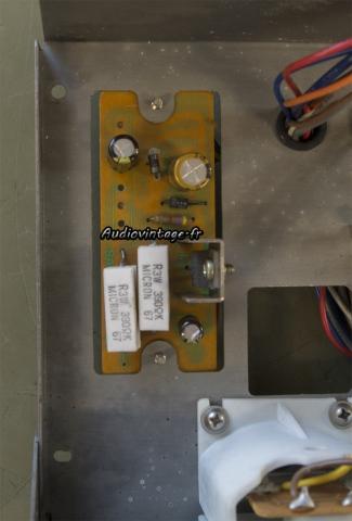 Sansui 8080 : condensateurs chimiques remplacés.