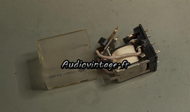Sansui AU-11000A : nettoyage d'un des deux relais.