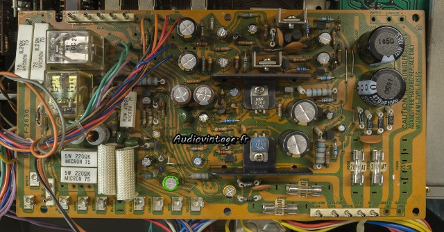 Sansui AU-11000A : circuit alimentation/protection révisé.