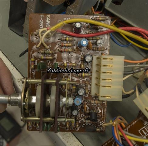 Sansui AU-11000A : étage de tonalité médium à  réviser.