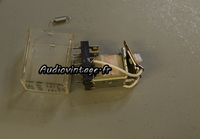 Sansui AU-517 : nettoyage du relais.