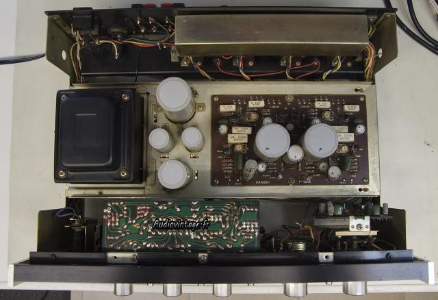 Sansui AU-555A : avant révision, sous le capot.